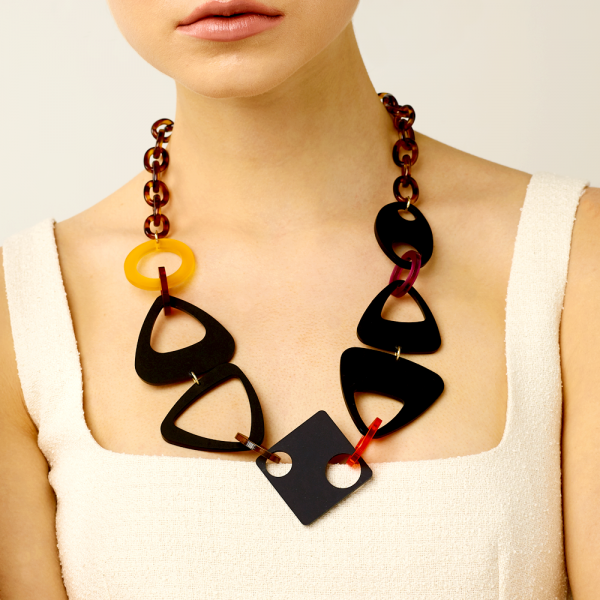 Toolally_Hepworth_necklace_Totrtoiseshell_lifestyle