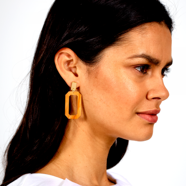toolally_luxe_Octagons_Mica_earring_lifestyle