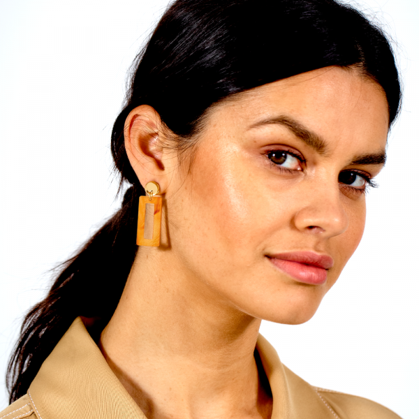 toolally_luxe_Petite_Hemmingways_Mica_lifestyle_earring