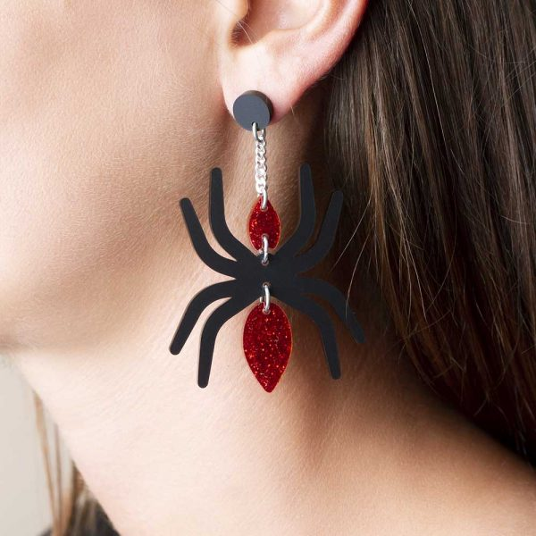Toolally_Spider_Red_Lifestyle