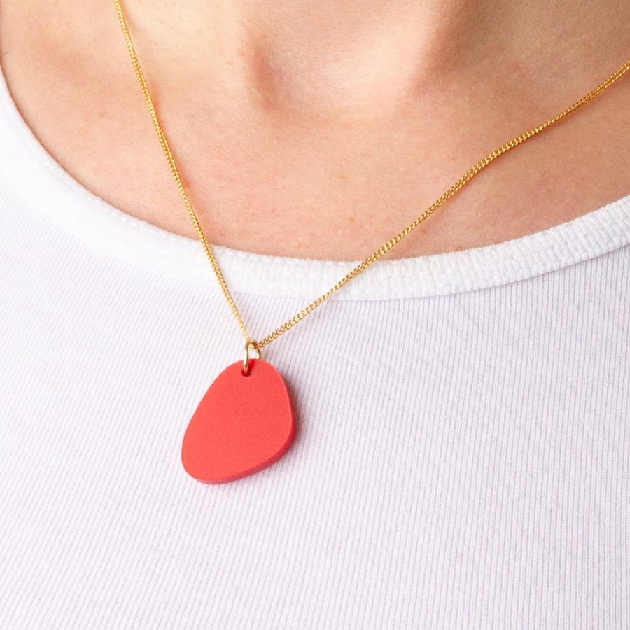 Toolally_Pebble_Pendant_Royal_Red_Lifestyle