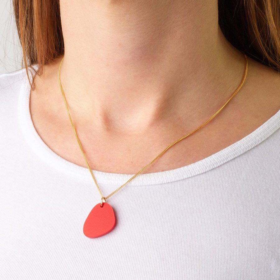 Toolally_Pebble_Pendant_Royal_Red_Lifestyle_2