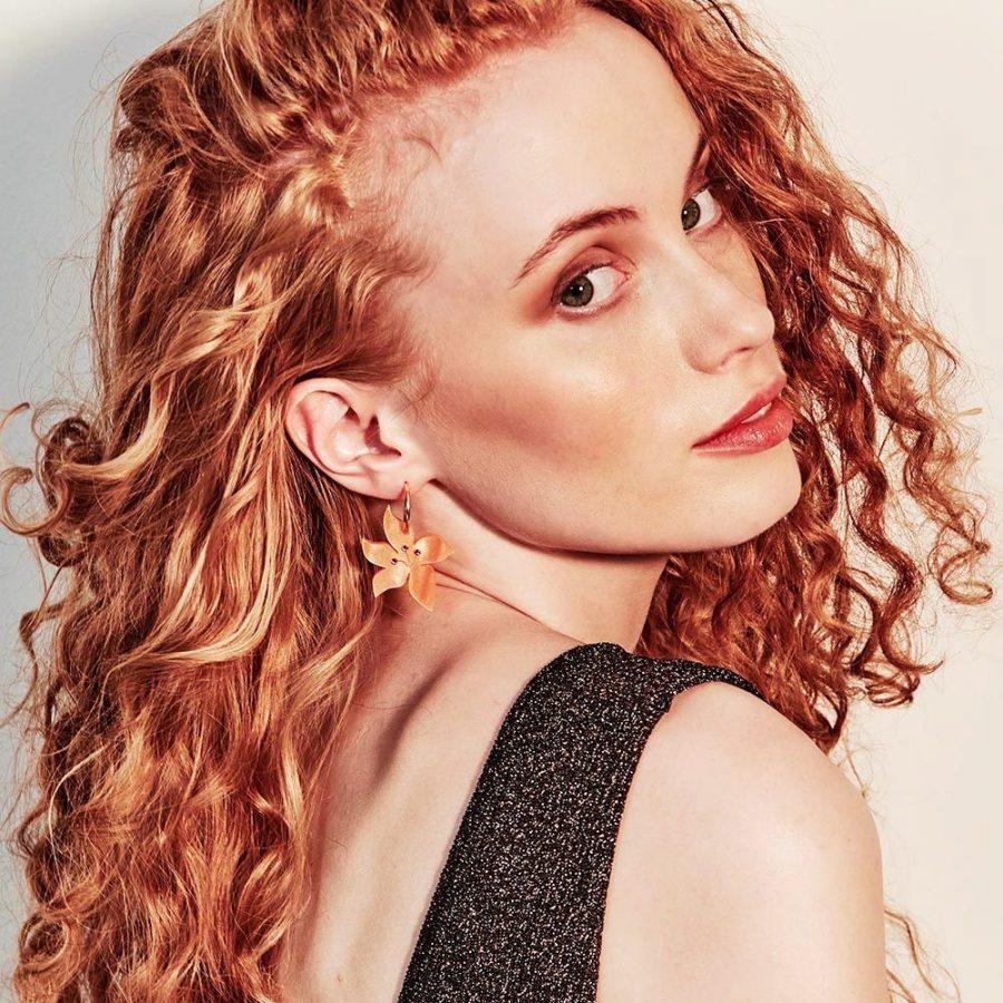 Toolally Earrings - Charming Hoops - Daisy Charm - Orange Pearl